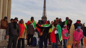 EFL et les grands manifestants sur le parvis